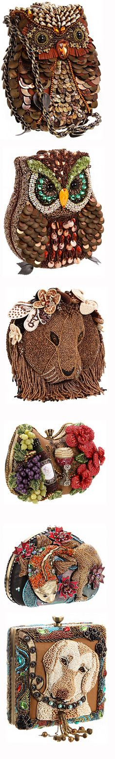 Хочу предложить вашему вниманию большую подборку умопомрачительно красивых сумочек-клатчей — в самых разных техниках исполнения: тут и вышитые бисером сумочки, и декорированные лентами, и расшитые стразами, и в виде зверюшек, и украшенные цветами из ткани, и с цветами из пайеток. Кажется, нет такого вида декора, который не использовали бы дизайнеры для этих сумочек.…