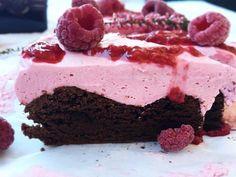 Brownie med bringebærmousse Sweet Recipes, Cake Recipes, Snack Recipes, Dessert Recipes, Snacks, Pudding Desserts, No Bake Desserts, Yummy Treats, Sweet Treats