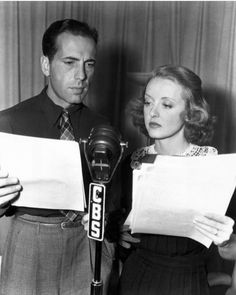 WWII 1943 Humphrey Bogart and Bette Davis taking part in the USO Command Performance to keep up public morale. Humphrey was in the Navy in the First World War. Golden Age Of Hollywood, Vintage Hollywood, Hollywood Stars, Classic Hollywood, Hollywood Picture, Hollywood Glamour, Humphrey Bogart, Adrienne Ames, Christian Dior