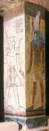 First burial chamber: Setnakht left, right, Horus.