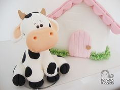 Vaca lola Polymer Clay Animals, Polymer Clay Crafts, Fondant Cake Toppers, Fondant Bow, Fondant Flowers, Fondant Cakes, Cupcake Toppers, Farm Animal Cakes, Cow Cakes