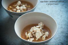 Zupa krem z jesiennych warzyw z dodatkiem, który może zachęci zupowych niejadków - popcornem. Porcja o wadze  180 g zupy i 10 g popcornu ma 2,2 wymiennika, w tym 1,7 WW i 0,5 WBT. 100 g ma 66 kcal.