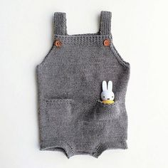 The Pocket Playsuit - mønster 60,- fra http://ministrikk.no/collections/monster/products/the-pocket-playsuit