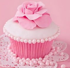 cupcake, pink, and sweet image Pretty In Pink, Pink Love, Cupcake Rosa, Cupcake Cakes, Cupcakes Bonitos, Cupcakes Wallpaper, Pink Sweets, Pink Foods, Beautiful Cupcakes