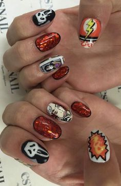 Bella Thorne - Nail-art