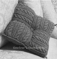 Vintage Knitting Pattern for Patchwork Cushion From Squares - 250 Grams of Aran ., Kissen Vintage Knitting Pattern for Patchwork Cushion From Squares - 250 Grams of Aran . Knitted Cushion Covers, Knitted Cushions, Knitted Blankets, Crochet Home, Crochet Crafts, Knit Crochet, Crochet Granny, Vintage Knitting, Hand Knitting