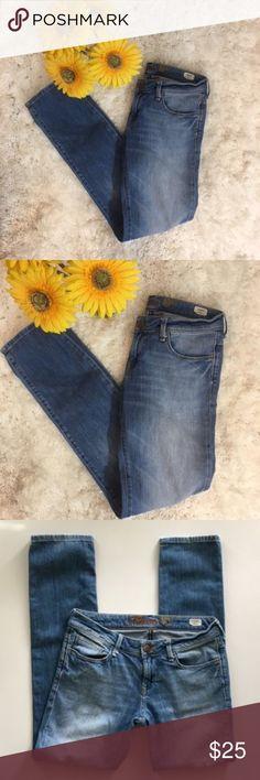 """Mavi Emma Relaxed Straight Leg Jeans -Mavi """"Emma"""" relaxed straight leg jeans  -Size 26 -Light wash  -15"""" waist -7.5"""" rise -32"""" inseam  -No stains or holes Mavi Jeans Straight Leg"""