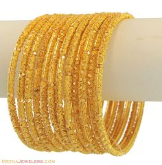Tips On Choosing Beautiful Jewelry To Enhance Your Personal Style. If you just received a piece of jewelry from an inheritance or as a gift, or you just bought a piece on your own, you probably want to know more about jewe Silver Bracelets, Sterling Silver Necklaces, Gold Earrings, Bangle Bracelets, Silver Rings, Gold Bangles Design, Jewelry Design, Jewelry Ideas, Bridal Jewelry