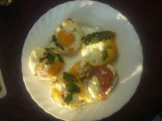 Jambon cru ou saumon fumé ou dinde  Tomates Poivrons Mâche Fromage frais Oeuf
