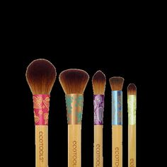 EcoTools Flawless Face Set: Brighten your complexion and create buildable, airbrushed coverage with our five-piece set, designed to hide any imperfections for the smoothest finish possible. Eyeshadow Brushes, Makeup Brushes, Makeup Tools, Organic Hair Color, Color Kit, Concealer Brush, Beauty Dupes, Brush Sets, Flawless Face