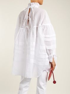 Alberte oversized cotton top  | Cecilie Bahnsen | MATCHESFASHION.COM UK Fashion Details, Fashion Design, Fashion Trends, Lady Like, Look Street Style, Moda Chic, Magnolia Pearl, Yohji Yamamoto, White Shirts