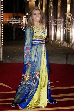 C'est un caftan Marocain de luxe porté par la célèbre animatrice sur RTM Tv Maroc . Qu'en pensez vous ?