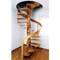 Σκάλα εσωτερικού χώρου κυκλική Γλυπτό με κουρμπαριστή κουπαστή