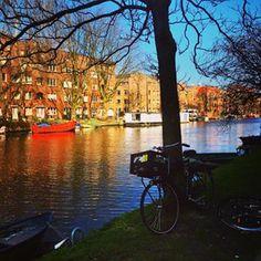 É fácil sair de Amsterdam e conhecer a Holanda de trem fazendo bate e volta. Veja dicas para ir e voltar no mesmo dia de diversas cidades legais perto de Amsterdam.