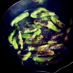 How to Cook Shishito Peppers -- Food Memories from Spain #cooking #chiles #peppers #spain #spanish