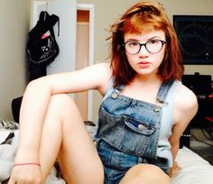 Bob and short bangs. Bangs And Glasses, Girls With Glasses, Unnatural Hair Color, Short Bangs, Beautiful Images, Pixie, Short Hair Styles, People, Baby