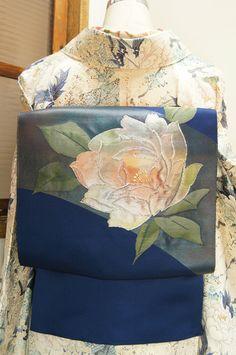 Oriental elegance: Japanese Kimono Flower ~~ For more:  - ✯ http://www.pinterest.com/PinFantasy/moda-~-elegancia-oriental-oriental-elegance/