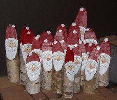 Weihnachtsmänner aus Birkenholz