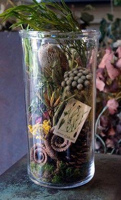 今年中にお届けするリースやアレンジ、しめ縄飾りのオーダーは本日で締め切らせていただきます。しめ縄飾りは12月25日にネットショップにアップする予定です。奥...