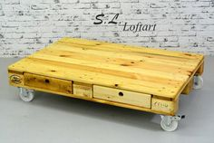 Build Pallet Coffee Table on Wheels - Page 2 of 2 - Easy Pallet Ideas Pallet Furniture Designs, Wooden Pallet Furniture, Wooden Pallets, Coffee Table With Wheels, Coffee Tables, Diy Furniture Instructions, Pallet Ideas Easy, Pallet Creations, Pallet Crafts