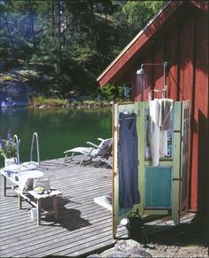 Swedish outdoor shower, perfect for the lake. Outdoor Spaces, Outdoor Living, Porches, Summer Cabins, Cabins In The Woods, Lake Life, Belle Photo, Sweden, Beautiful Places