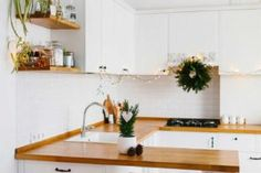 Cucine in muratura: vantaggi e svantaggi Kitchen Cabinets, Home Decor, Die Cutting, Decoration Home, Room Decor, Cabinets, Home Interior Design, Dressers, Home Decoration