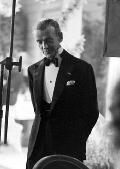 The High Wing Collar Crowd. Fred Astaire and the art of black tie. Fred Astaire, Hollywood Actor, Classic Hollywood, Old Hollywood, Hollywood Icons, Hollywood Glamour, Gene Kelly, I Look To You, Fred And Ginger