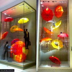 Good idea for winter window displays (HERMES presents Michael Poppins, pinned by Ton van der Veer) Winter Window Display, Window Display Design, Store Window Displays, Display Windows, Retail Displays, Visual Merchandising Displays, Visual Display, Marketing Visual, Hermes Window