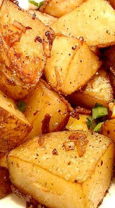 Easy Lipton Onion Roasted Potatoes Recipes Lipton Onion Oven Roast Potatoes ~ Easy and delicious Potato Sides, Potato Side Dishes, Vegetable Dishes, Vegetable Drinks, Side Dish Recipes, Veggie Recipes, Vegetarian Recipes, Cooking Recipes, Easy Potato Recipes