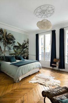 〚 Exotic wallpaper, yellow sofa and gold details: bright apartment in Paris 〛 ◾ Photos ◾Ideas◾ Design Interior, Home Decor, House Interior, Apartment Decor, Parisian Bedroom, Bedroom Decor, Interior Design, Interior Deco, Bright Apartment