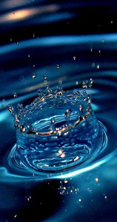Water drops ***and this would be the crown I would give you, from out of the watery depths of my love for you . Splash Fotografia, Fotografia Macro, Blue Dream, Love Blue, Water Photography, Macro Photography, Levitation Photography, Abstract Photography, Water Art
