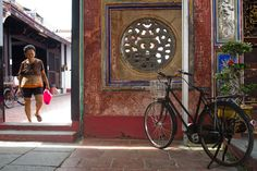 Melaka… momo és makuka… Buddhist Temple, Mosque, Island, Painting, Block Island, Painting Art, Islands, Paint, Draw