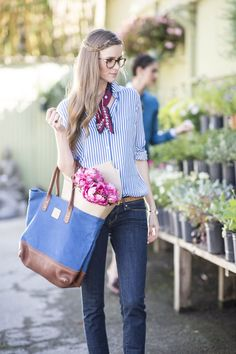 Pin for Later: 24 Fashion Hacks Every Woman Needs to Know Prevent Fading in Dark Jeans Add 1/2 cup of distilled vinegar to the last washing cycle.