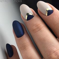 Minimal Nail Art Design Blue How to use nail polish? Nail polish on your own friend's nails looks perfect, nevertheless y Gorgeous Nails, Pretty Nails, Navy Nails, Blue Matte Nails, Metallic Nails, Matte Gold, White Nails, Trendy Nail Art, Manicure E Pedicure