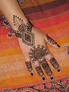 10 Best & Simple Eid Mehndi Designs & Henna Patterns For Hands & Feet 2012 | Girlshue
