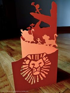 Lion King card made by paper cutting - awesome! Disney Diy, Disney Cards, Lion King Theme, Lion King Party, Lion King Birthday, Kirigami, Lion King Baby Shower, Paper Pop, Disney Scrapbook