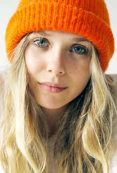 i love orange/vermilion beanies. can't help it. it's weird, i know... just have a thing for them. straight up.