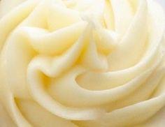 crema alla banana 3 tuorli, 2 banane, 100 gr. di zucchero, 4 cucchiai di maizena, vanillina, 500 ml di latte.  Per alleggerire 100 ml di panna.