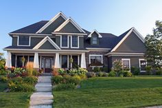 Craftsman Style House Plan - 4 Beds 3.5 Baths 3313 Sq/Ft Plan #51-453 Exterior - Front Elevation - Houseplans.com