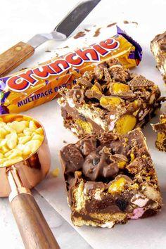 Tray Bake Recipes, Fun Baking Recipes, Dessert Recipes, Baking Ideas, Yummy Recipes, Chocolate Treats, Chocolate Recipes, Chocolate Topping, Chocolate Brownies