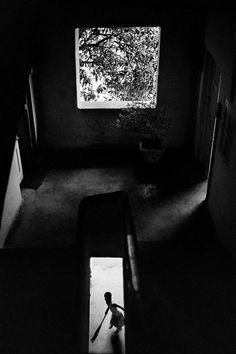 Mother Teresa coming down stairs, Photo © Raghu Rai/Magnum Photos Contemporary Photography, Abstract Photography, Street Photography, Become A Photographer, Photographer Portfolio, Magnum Photos, Black White Photos, Black And White, Classic Photographers