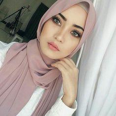 #hijab #hijabstyle #muslim #girl #beutiful Hijabi Girl, Girl Hijab, Modern Hijab, Islamic Fashion, Muslim Fashion, Hijab Fashion, Beautiful Muslim Women, Beautiful Hijab, Hijab Makeup