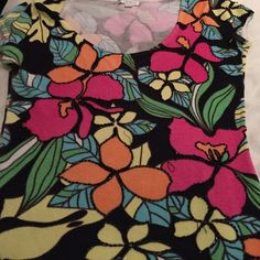 I just discovered this while shopping on Poshmark: Cache Multi-Colored Floral Top. Check it out! Price: $35 Size: S, listed by hazelsyes
