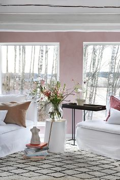 Vårlig vakkert med rosa stue - Lady Inspirasjonsblogg Pink Houses, Marrakech, Pastel Colors, Beautiful Homes, Oversized Mirror, Bedroom, Interior, Painting, Furniture