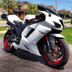 2007 Kawasaki Ninja ZX-6R Matte white on black with red rims and accents.  My body is ready.