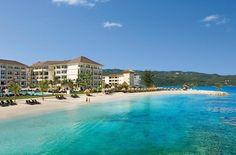 Soms is er een resort dat je het liefst geheim zou houden. Hotel Secrets Wild Orchid op Jamaica is zo'n 5-sterrenparel. Hier heb je een heel schiereiland voor jezelf. Vanuit de gazebo op het hagelwitte strand kijk je uit over de zee bij Montego Bay. Schommelen bij de beachbar zonder ook maar één kind in zicht. En als je 's avonds 'uitgaat' in een van de smaakvolle restaurants, kan deze ultraluxe All Inclusive strandvakantie niet meer stuk!