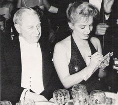 1957_04_11_ny_waldorf_astoria_bal_paris_012_with_britain_ambassador_winthrop_aldrich_5