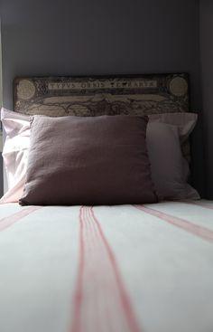 La particolare testata del letto