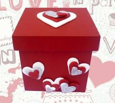 Imagen relacionada Creative Box, Creative Gifts, Valentine Day Love, Valentines Diy, Foam Crafts, Diy And Crafts, Chocolate Bouquet, Candy Bouquet, Pink Candy