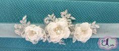Encaje con flores de tela en bandita de tul Med. 20 cm. mas tul. $800